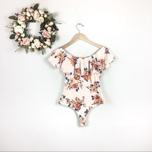 🍍5/$25 Floral Body Suit